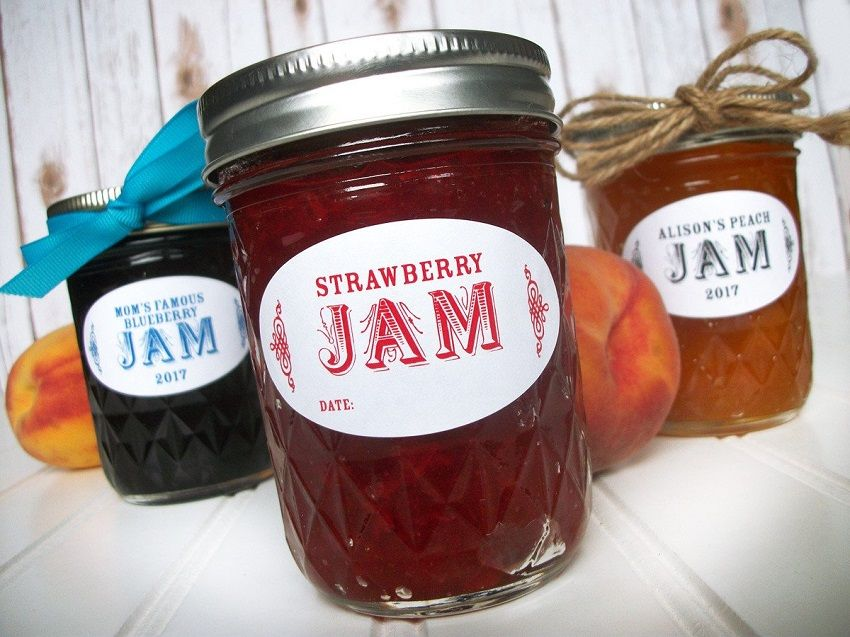 Fruit preserves: tasty favors with DIY jam cans