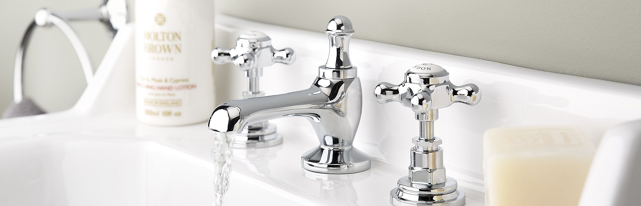 Tips to save water in the bathroom