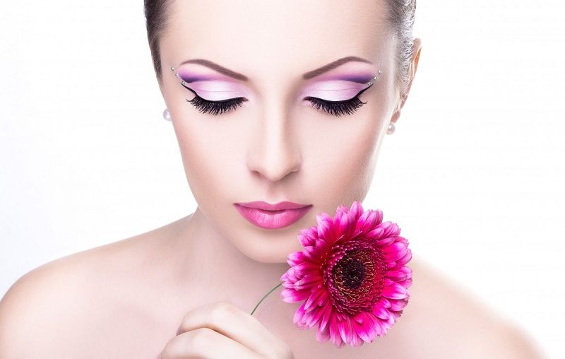 Eyelashes Fall Out: Causes And Treatment