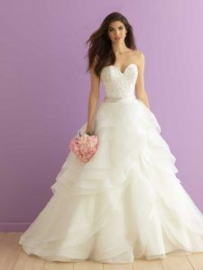 Some wedding dresses with ruffles: the trend of 2019