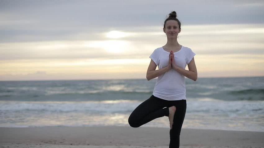 Summer yoga: greetings in the sun