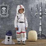 How to Make an Astronaut Costume for Children